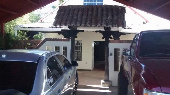 Hermosa casa tipo cabaña carretera al salvador