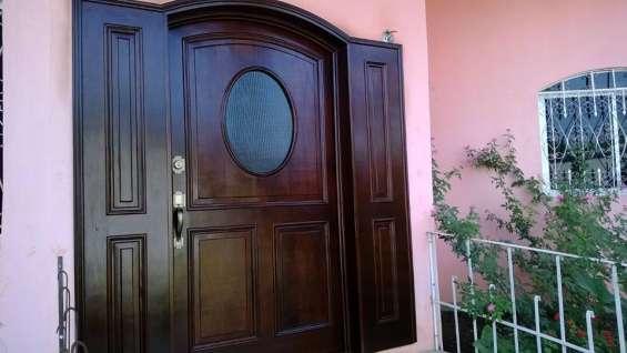Atractivas puertas para exteriores