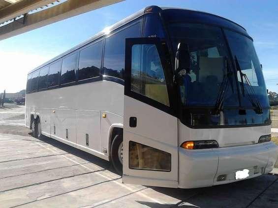 Buses pullman para viajes privados servicios de transporte.